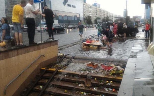 Тихий ужас: в сети показали последствия ливня в Киеве
