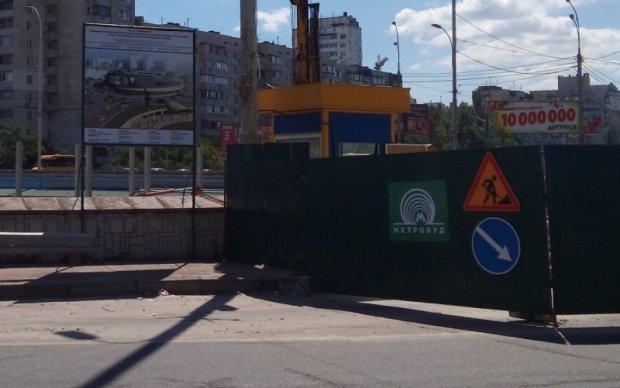 Скандальне будівництво паралізує рух на столичній Оболоні