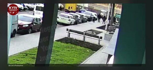 Підлітки побили, фото: скріншот з відео