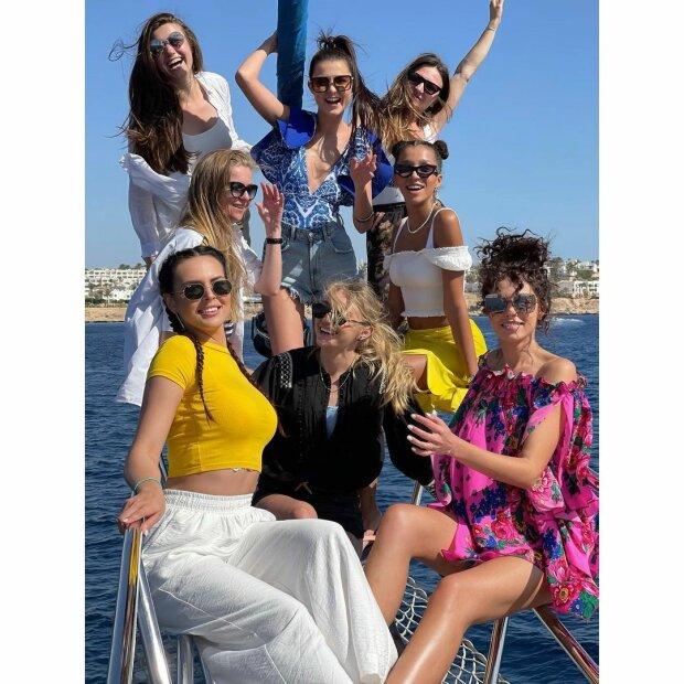 """Учасниці """"Холостяка"""" / фото: instagram.com/rosali_kovbasa/"""