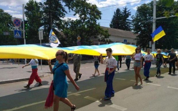 """Нам не треба """"руській мір"""": десятки людей вийшли вимагати українізації Бессарабії"""