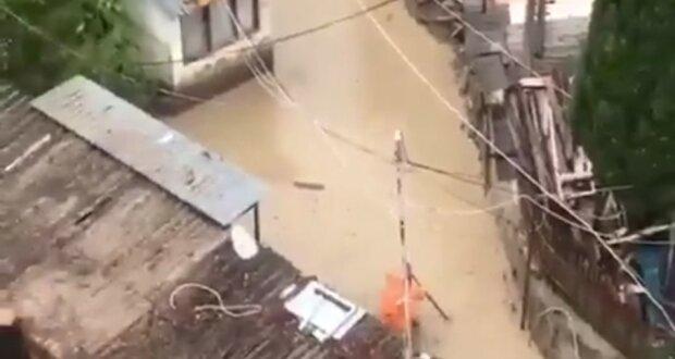 В оккупированном Крыму реки вышли из берегов из-за сильных ливней, жителей эвакуируют