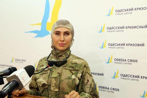 Посвятил стихотворение и показал могилу: муж Амины Окуевой растрогал Украину