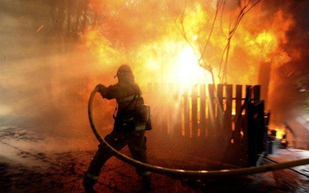 На окупованій Луганщині спалахнула масштабна пожежа