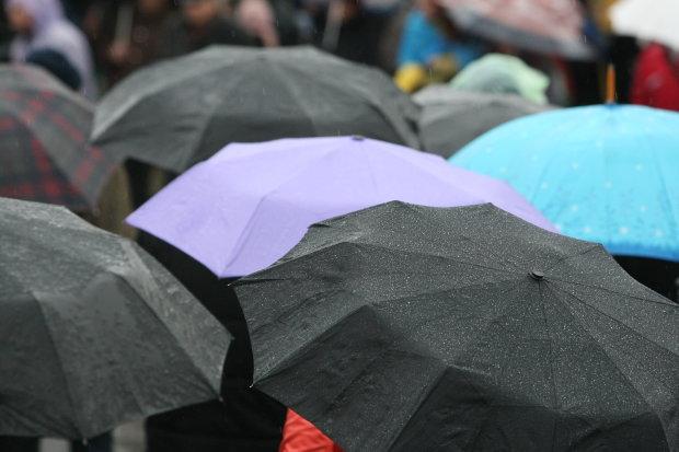 Прогноз погоди на 14 серпня: в яких регіонах українці не випустять парасольки з рук