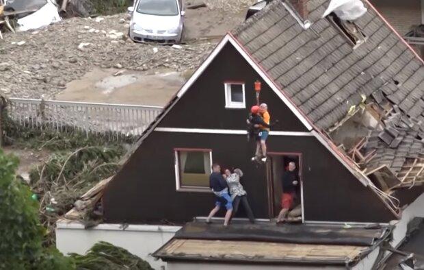 Скрин, видео YouTube наводнение в Бельгии