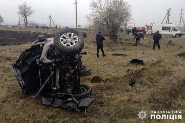 У моторошній ДТП під Хмельницьким загинула жінка: летіла в машині, повній дітей