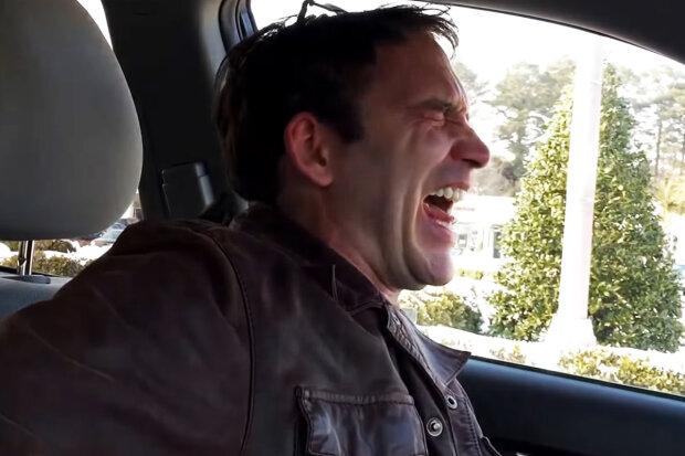 """Хоакін Фенікс позаздрить: """"Джокер"""" із некотрольованим сміхом """"ожив"""" у США, як виглядає прототип легендарного фільму"""