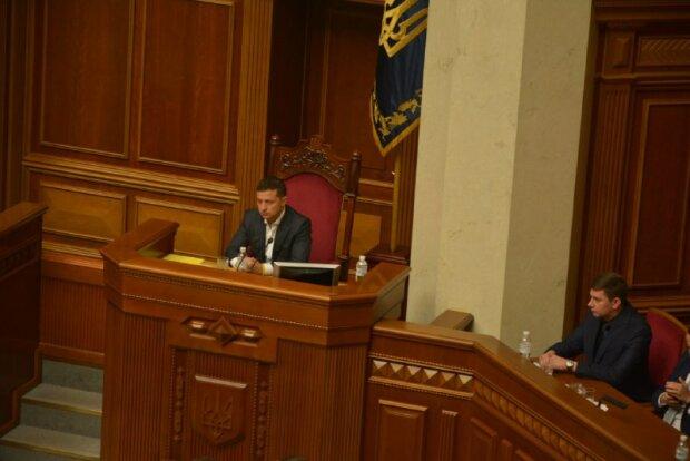 Зеленський ризикує повторити помилку Порошенка: Атаманюк вказав, до кого з міністрів варто придивитися
