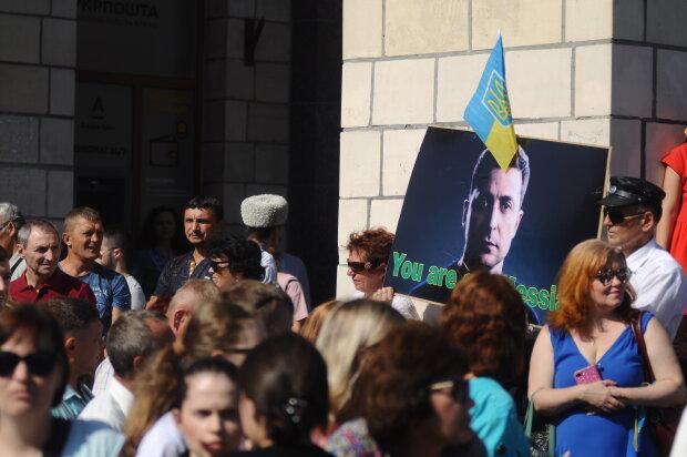 """Українці регочуть із Порошенка після святкування Дня Незалежності: """"Вже і веселка на морді з'явилася"""""""