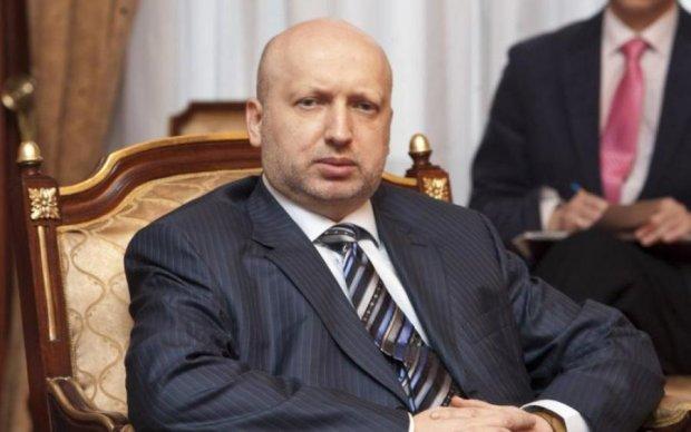 Поки українці економлять на всьому, Турчинов і Ко порадували себе преміями