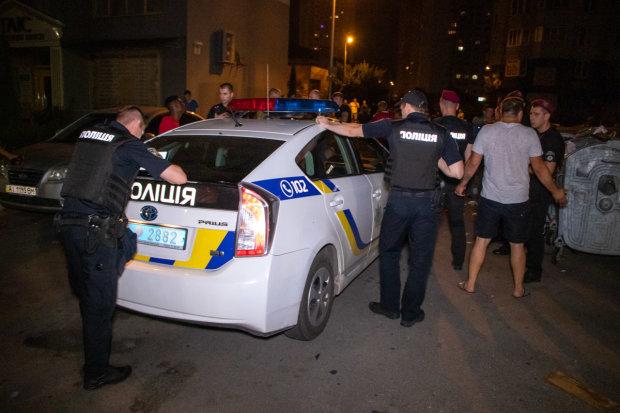 Темнокожие иностранцы подняли на уши весь Киев: маты, кровь и битое стекло, - видео потасовки