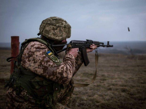 Бойцы ВСУ изрешетили машины оккупантов с помощью беспилотника: езды по украинской земле уже не будет