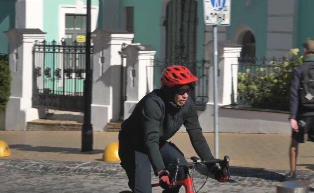 Велосипедист / скриншот из видео
