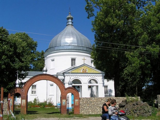 Волынская церковь перешла перешла в ПЦУ: разъяренные путинские попы тут же сбежались