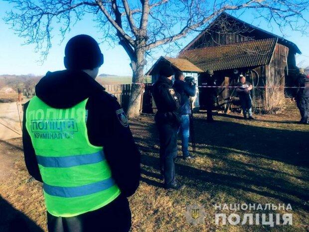 """Под Черновцами осатаневший мужчина зарубил жену и задушил маленькую дочь: """"За что, папочка?"""""""