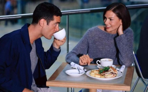 Ученые нашли связь между позой и успешным свиданием
