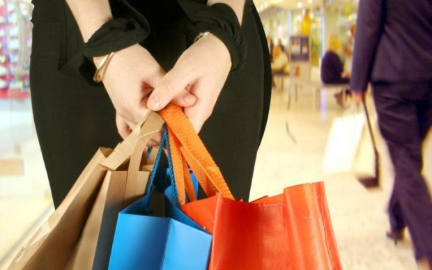 Кому чего не хватает: девушки вынесли из магазина для взрослых самое дорогое