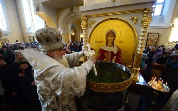 Что нельзя делать со святой водой после Крещения