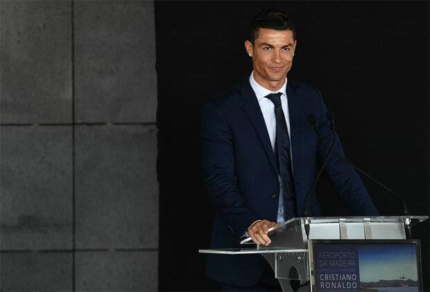 Кріштіану Роналду вже не молодий, але досі спритний - світ святкує ювілей футболіста