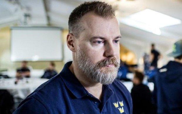 Тренер збірної Швеції з хокею виконав обіцянку і збрив бороду і вуса