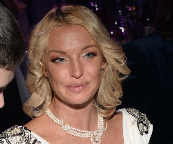 Волочкова похвасталась новогодними выступлениями: стадо клоунов, Петросян отдыхает