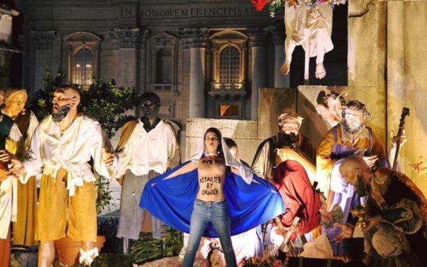 Очередной скандал: Femen показали свои прелести в Ватикане