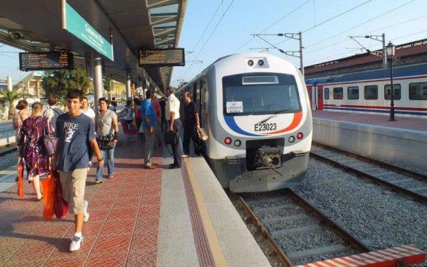 Трагедия на железной дороге: поезда столкнулись лоб в лоб, десятки погибших