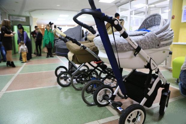 детские коляски в поликлинике