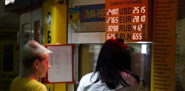НБУ готовит гривне новый пинок, прощайте — бумажки: что и когда измениться для простых украинцев