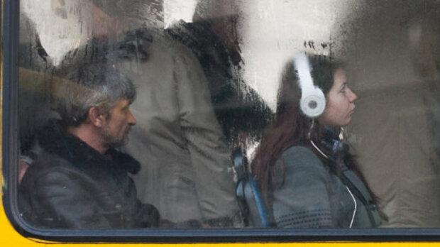 """П'яні в драбадан львів'яни влаштували """"кулачну вечірку"""" в маршрутці: """"Вимкни це ф*фло!"""""""