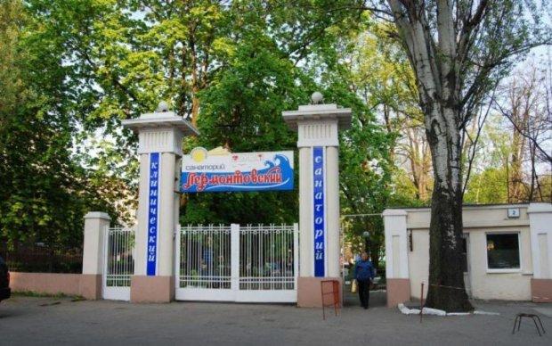 Одеський санаторій атакував натовп в масках: очевидці розповіли подробиці нападу