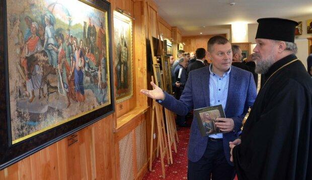 Ближе к Богу: в гостинице Яремче открыли уникальный музей украинского сакрального искусства