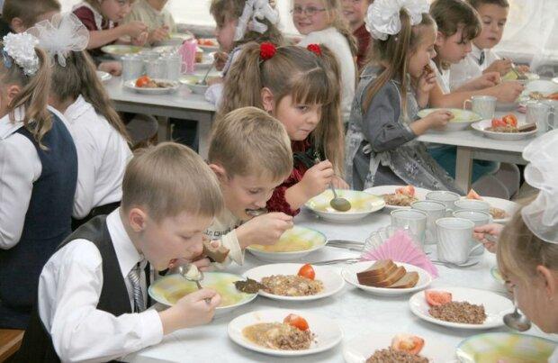 """Обід від шеф-кухаря? У франківській школі спалахнув гучний скандал, """"нагодували обіцянками"""""""