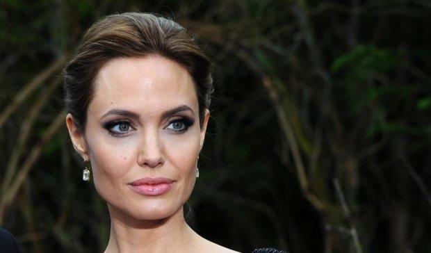 Анджелина Джоли нашла утешение в объятиях любовника