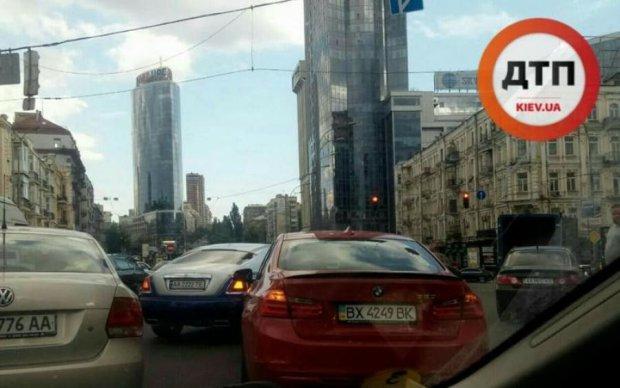 Намолит другой: дорогущий Rolls-Royce киевского попа угодил в ДТП