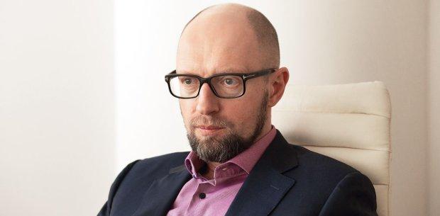 """""""Допрос"""" Яценюка заставил украинцев рыдать от смеха: """"Купи себе петушка"""""""