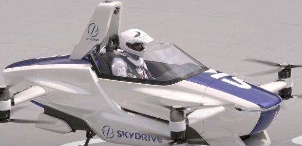 Слідом за роботами: в Японії протестували літаючий автомобіль