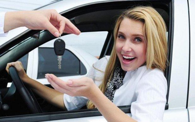 Эксперты назвали преимущества женщины-водителя