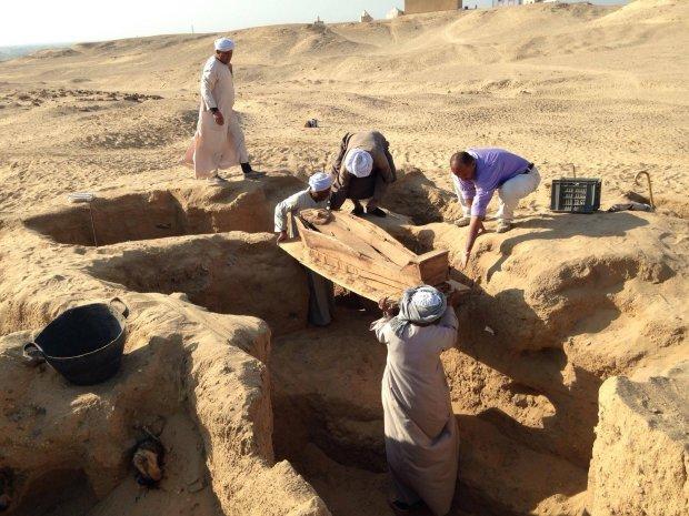 В Египте обнаружили неизвестную статую: археологи боялись доставать из-под земли