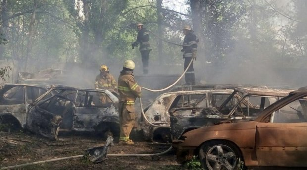 Вогняна помста за чесність: у Києві спалили 6 авто