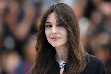 Моніка Белуччі приголомшила епатажним образом у міні-сукні 3df81ed13dadf