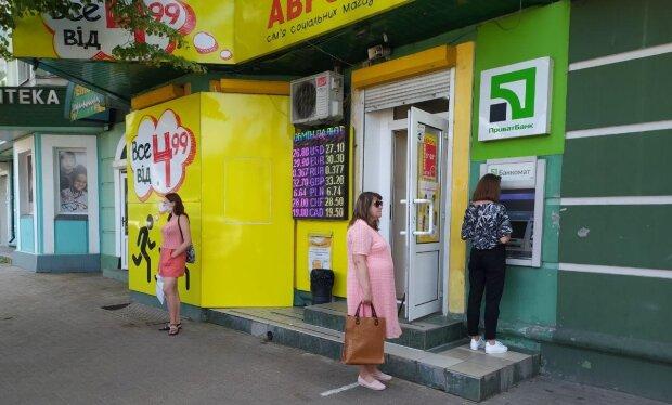Обмен валют, ПриватБанк, фото: Знай.ua