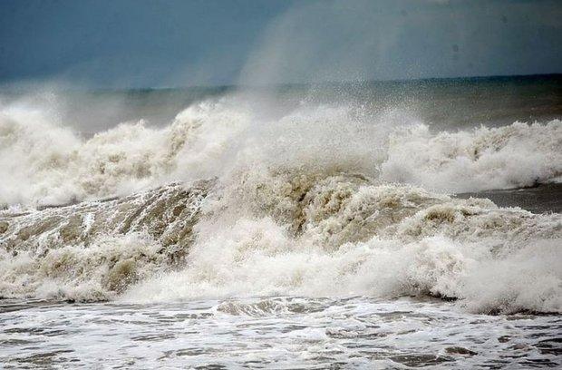 Вода йде: одеський пляж не на жарт налякав українців, фото