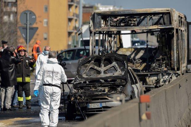 Переполненный автобус вылетел с трассы в пропасть, много погибших и раненых: детали
