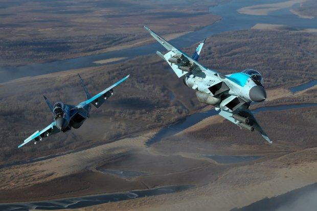 Путінська авіація нахабно прорвала кордон, пролунали перші постріли: що відбувається