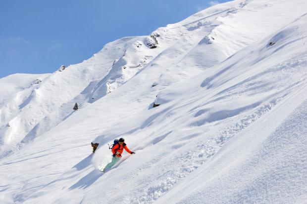 На 12-летнего мальчика сошла мощная лавина, он пробыл под снегом 40 минут. То, что он жив, настоящее рождественское чудо