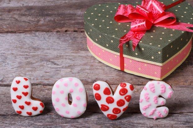 Названы самые популярные подарки на День влюбленных: порадуйте вторую половинку