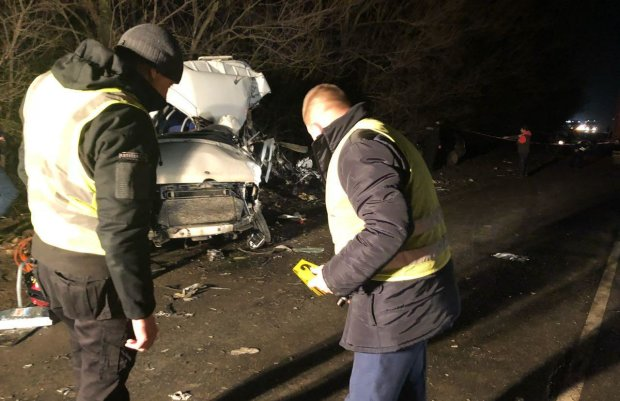 У потрійному ДТП загинули поліцейські: авто перетворились на металобрухт, фото 18+