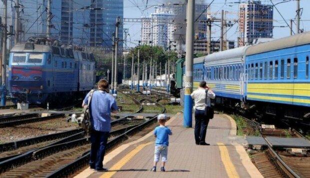 """Пекельна поїздка на Укрзалізниці довела журналіста до відчаю: """"Якщо я не виживу, прошу в моїй смерті звинувачувати..."""""""